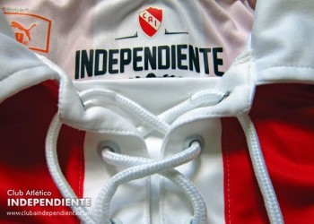 Se presentó la camiseta histórica   Foto web Independiente