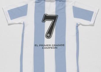 "La camiseta retro de la ""Academia"" | Foto Web Racing"