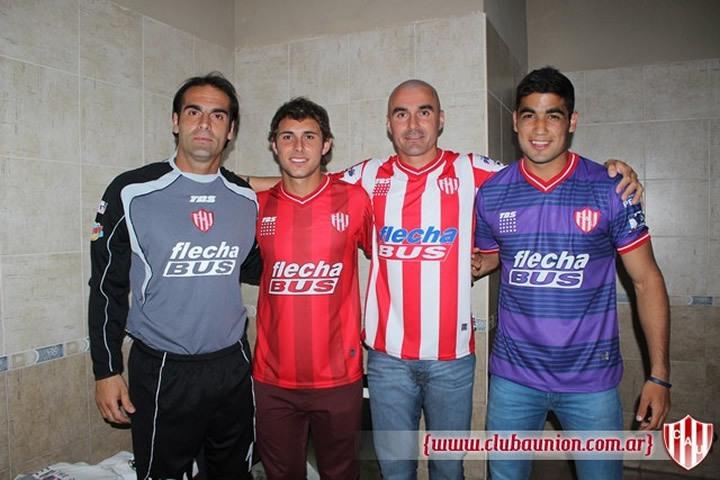 Islas, Bruna, Correa y Britez con las camisetas | Foto Prensa Union