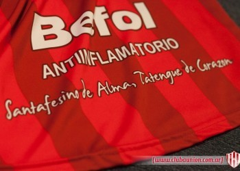 Frase en la camiseta alternativa roja | Foto Prensa Union
