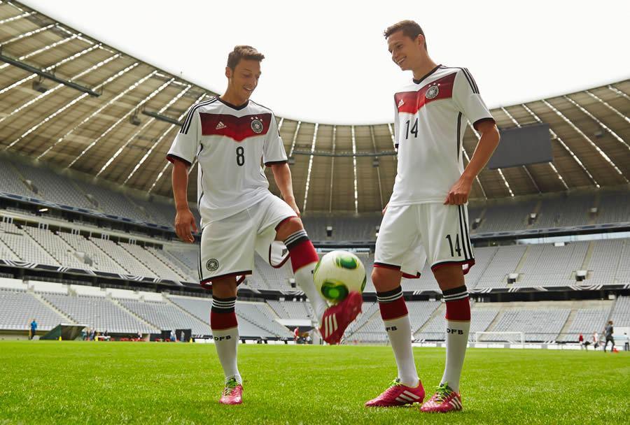 Özil y Draxler con la nueva casaca | Foto Adidas