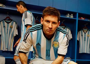 Messi con la nueva casaca de la seleccion   Foto Adidas