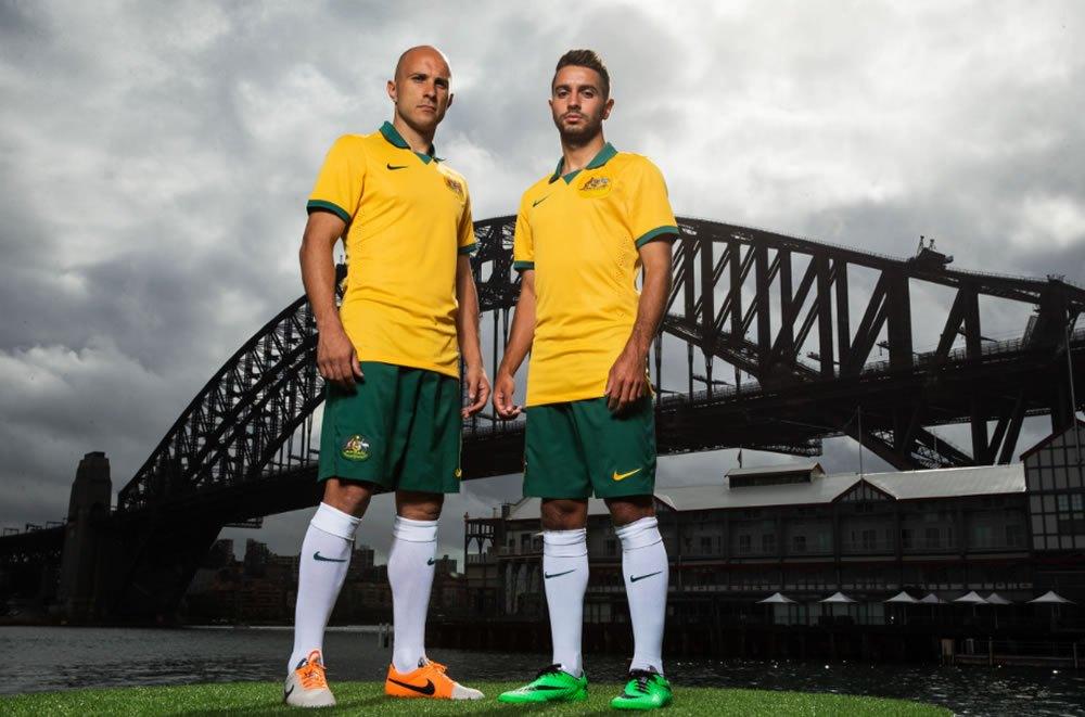 Bresciano y Zullo con la nueva camiseta titular | Foto SBS