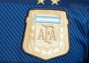 El escudo en dorado | Foto Adidas