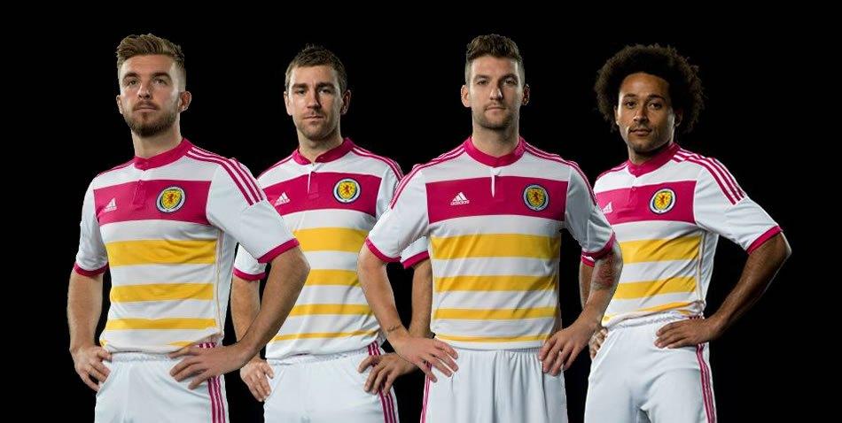 Morrison, McArthur, Mulgrew y Anya con la nueva camiseta | Foto web Asociación Escocesa
