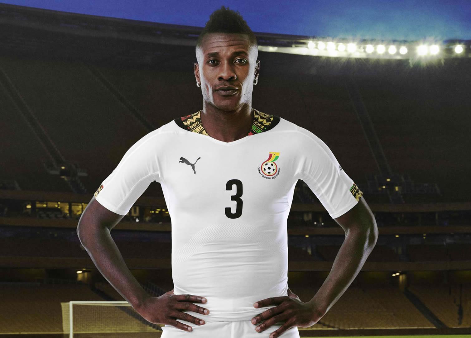 Asamoah Gyan posa la camiseta | Foto Puma