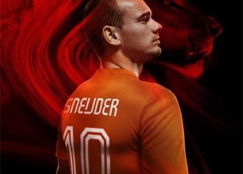 Sneijder luciendo la nueva camiseta | Foto Nike