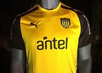 Camiseta suplente Puma de Peñarol | Foto Facebook Carbonero Digital