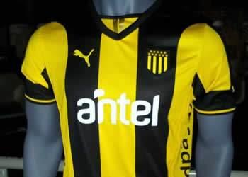 Camiseta titular Puma de Peñarol | Foto Facebook Carbonero Digital