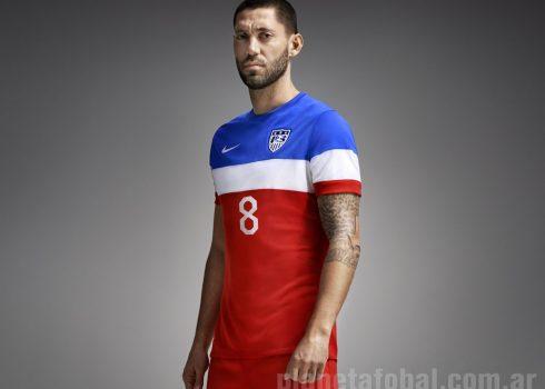 Clint Dempsey posa con la suplente | Foto Nike