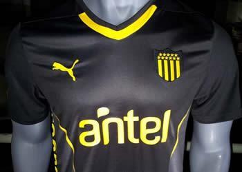 Tercera camiseta Puma de Peñarol | Foto Facebook Carbonero Digital