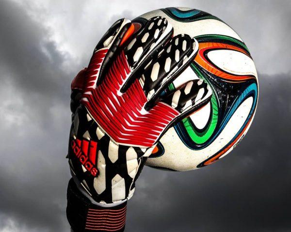 Los guantes Predator Zones | Foto Adidas