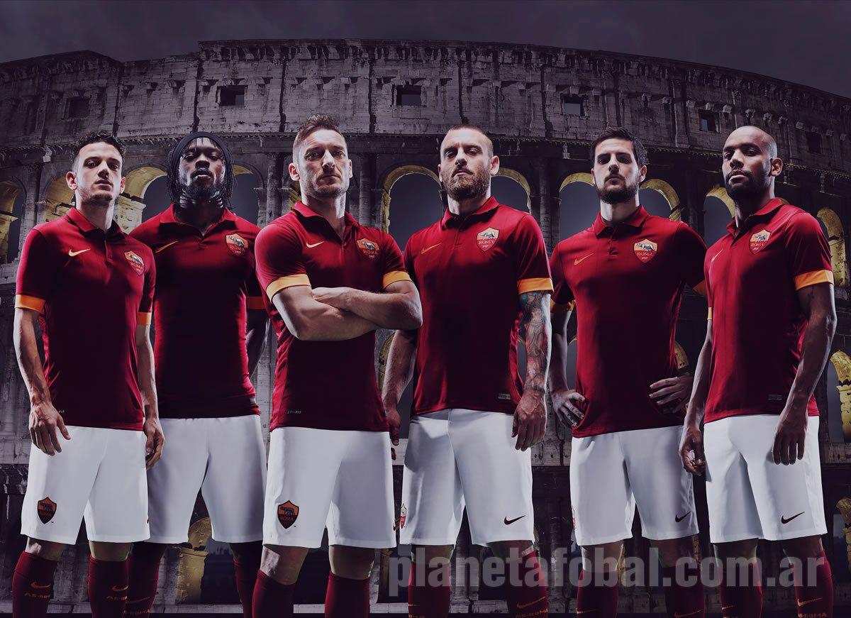 Los jugadores posan con la nueva camiseta | Foto Nike