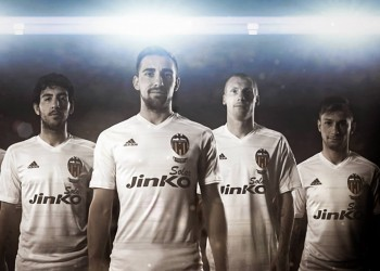 Valencia presenta su Kit Recopa de Adidas