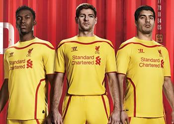 Sturridge, Gerrard y Suarez con la casaca | Foto Web Oficial