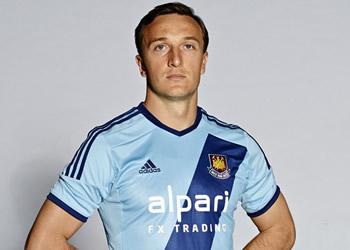 Mauro Zárate luciendo la nueva camiseta | Foto Facebook West Ham