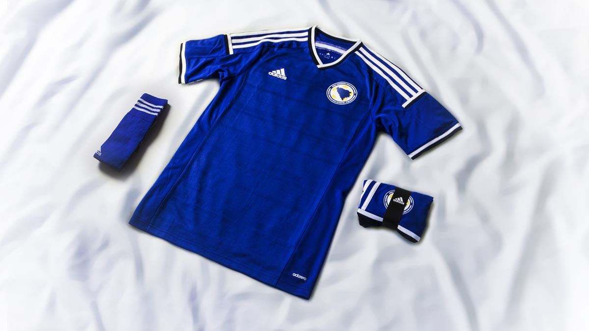 Nueva camiseta titular de Bosnia & Herzegovina | Foto Adidas