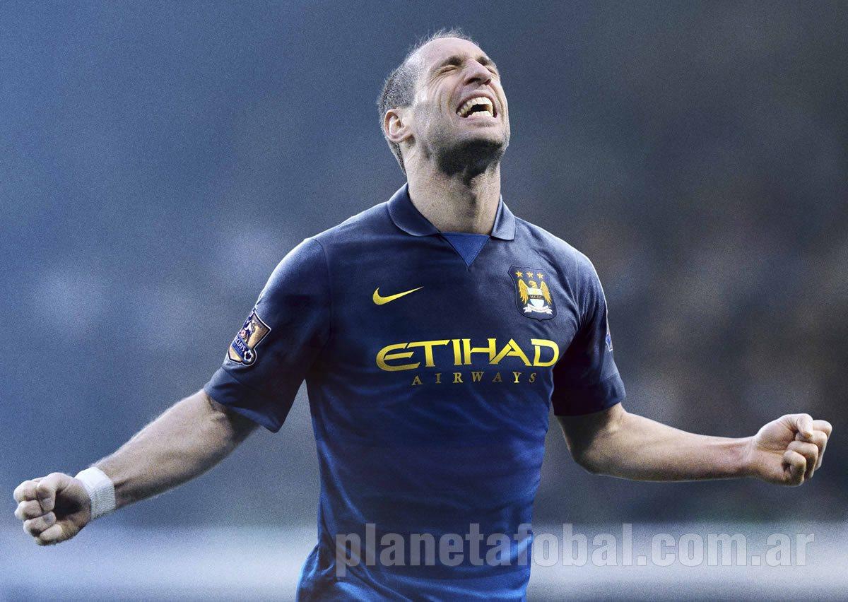 Pablo Zabaleta con la camiseta suplente del Manchester City | Foto Nike