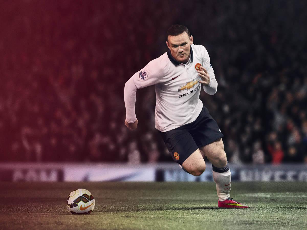 Rooney con la nueva camiseta del United | Foto Nike
