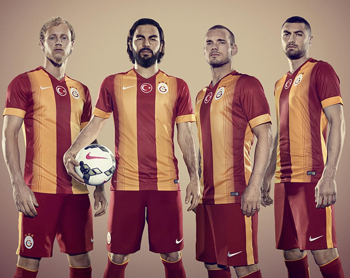 Los jugadores con la nueva camiseta titular | Foto Nike