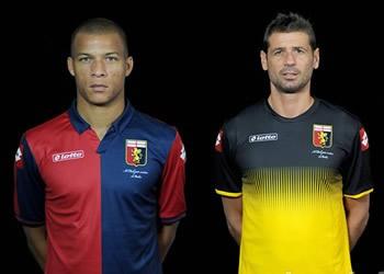 De Maio (titular), Bizarri (arquero) y Matri (suplente) con las camisetas | Imagenes web Genoa