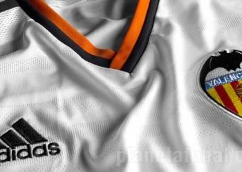 Nueva camiseta titular de Valencia | Foto Adidas