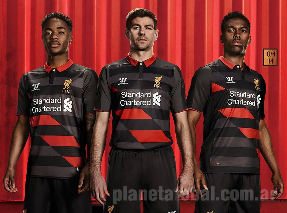 Sterling, Gerrard y Sturridge con la casaca   Foto Web Oficial