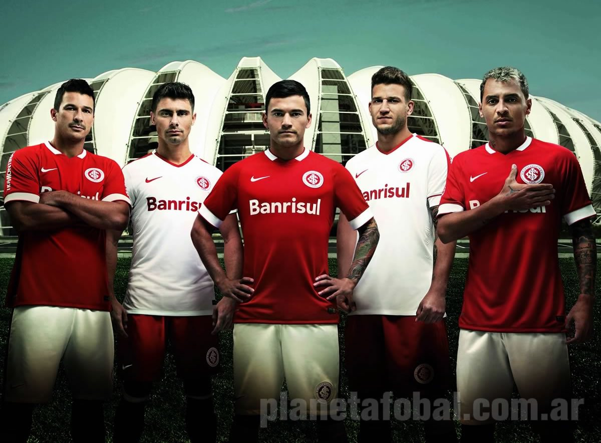 Los jugadores de Internacional con las nuevas camisetas   Foto Nike
