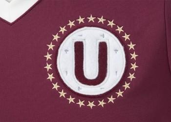 Detalle del escudo en la nueva camiseta de Universitario | Foto Umbro