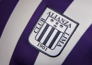 Camiseta blanquimorada de Alianza Lima | Foto Twitter Oficial