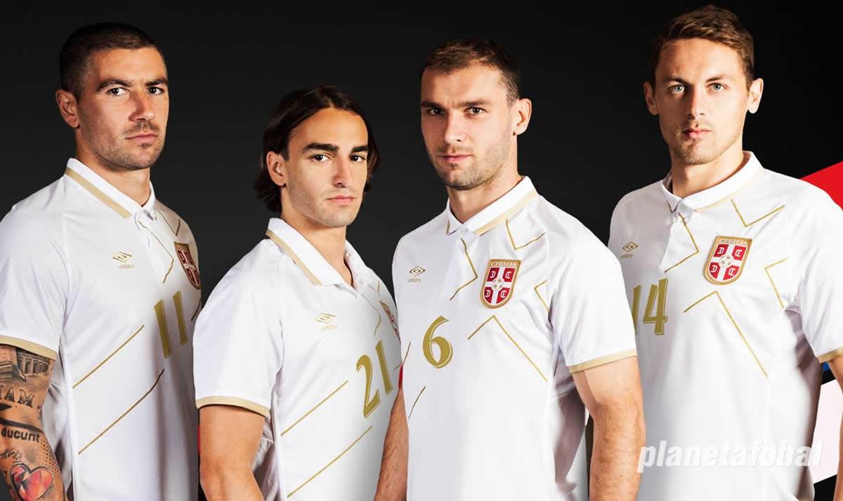 Camiseta suplente de Serbia | Foto Umbro