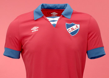 Camiseta roja de Nacional | Foto Umbro