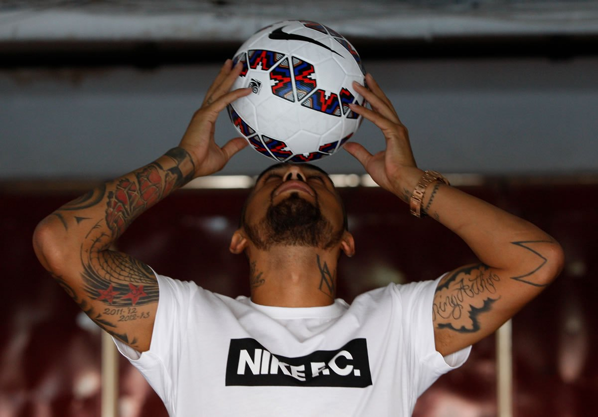 Arturo Vidal con el balón   Foto Web Oficial Copa América