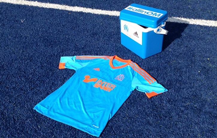 Adidas utilizó la ya característica heladera de Bielsa en la presentación   Foto web Marsella