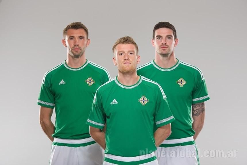 La nueva camiseta de Irlanda del Norte | Foto Web Oficial