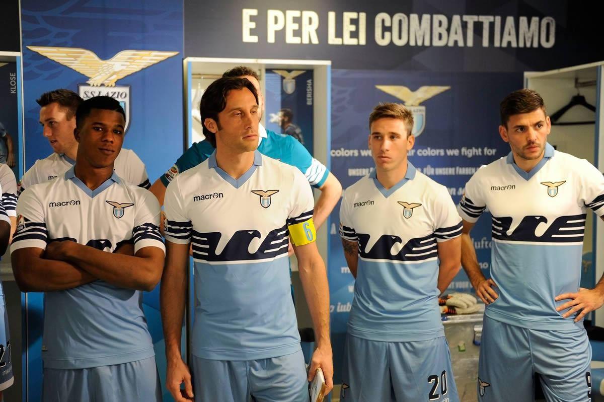 Lazio utilizará durante el 2015 un diseño histórico de local | Foto Facebook Oficial