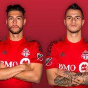 Jonathan Osorio y Sebastian Giovinco con la nueva camiseta titular | Foto web oficial Toronto FC