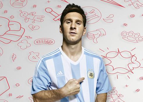 Messi con la nueva casaca   Foto Adidas
