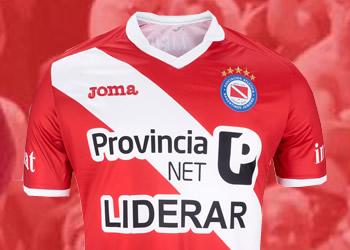 Nueva camiseta Joma de Argentinos Juniors   Foto Twitter @PrensaAAAJ