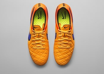 Botín Tiempo Legend del Intense Heat Pack || Foto Nike