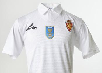 Camiseta de Zaragoza por los 20 años de la Recopa de Europa | Foto Tienda Oficial