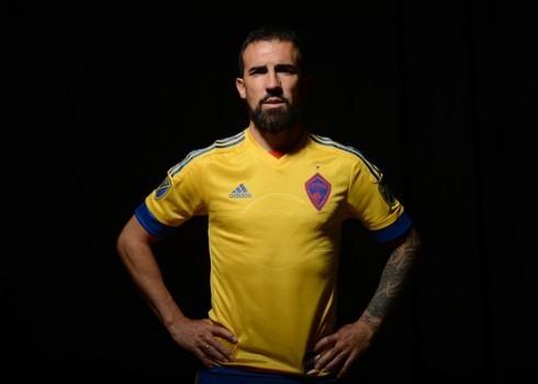 Vicente Sanchez con la nueva casaca | Foto Web Oficial