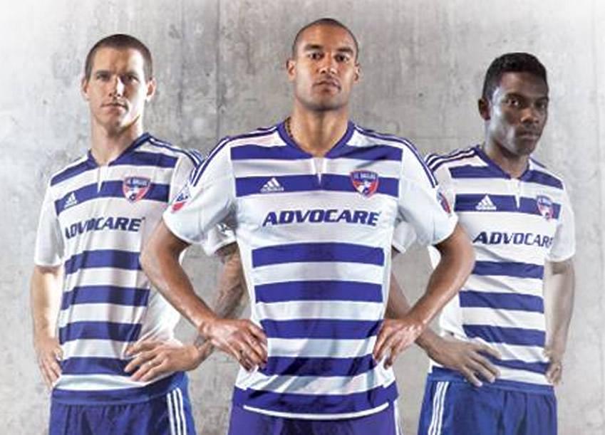 Loyd, Akindele y Castillo con la nueva camiseta suplente | Foto web FC Dallas