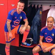 Jordy Clasie y Karim El Ahmadi con la camiseta | Foto Twitter @Clasie_Official