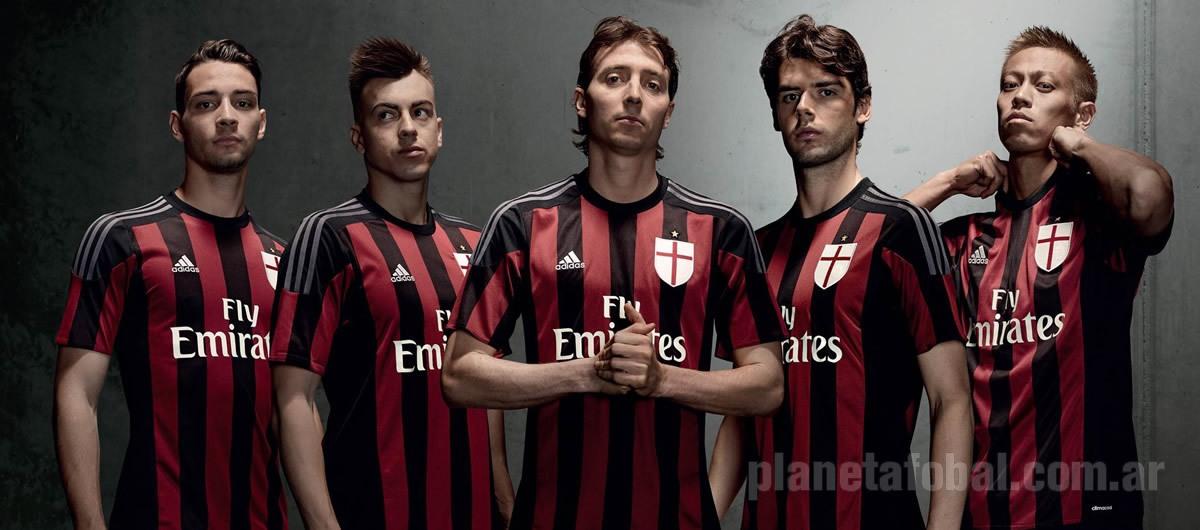 Nueva camiseta titular del Milan | Foto Adidas