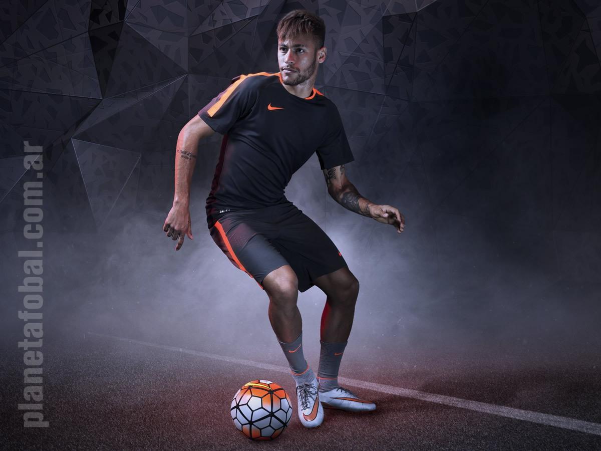 Neymar Jr con la nueva generación de los Hypervenom | Foto Nike