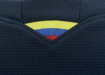 Detalle nacional en la camiseta suplente   Foto Marathon Sports