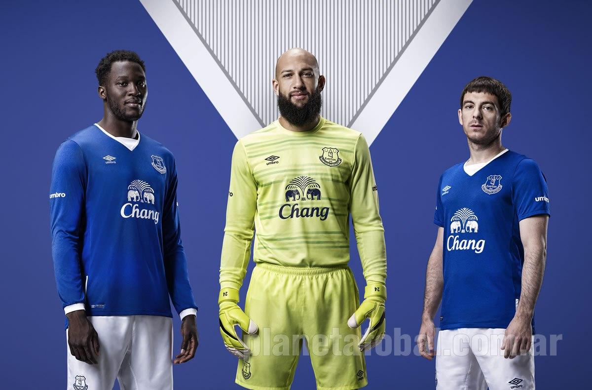 Lukaku, Howard y Baines con las casacas | Foto Web Oficial