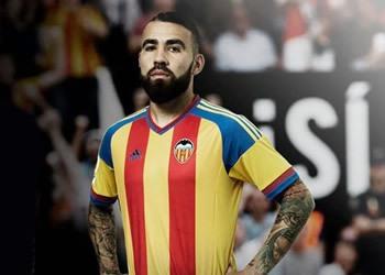 Otamendi con la camiseta | Foto Web Valencia