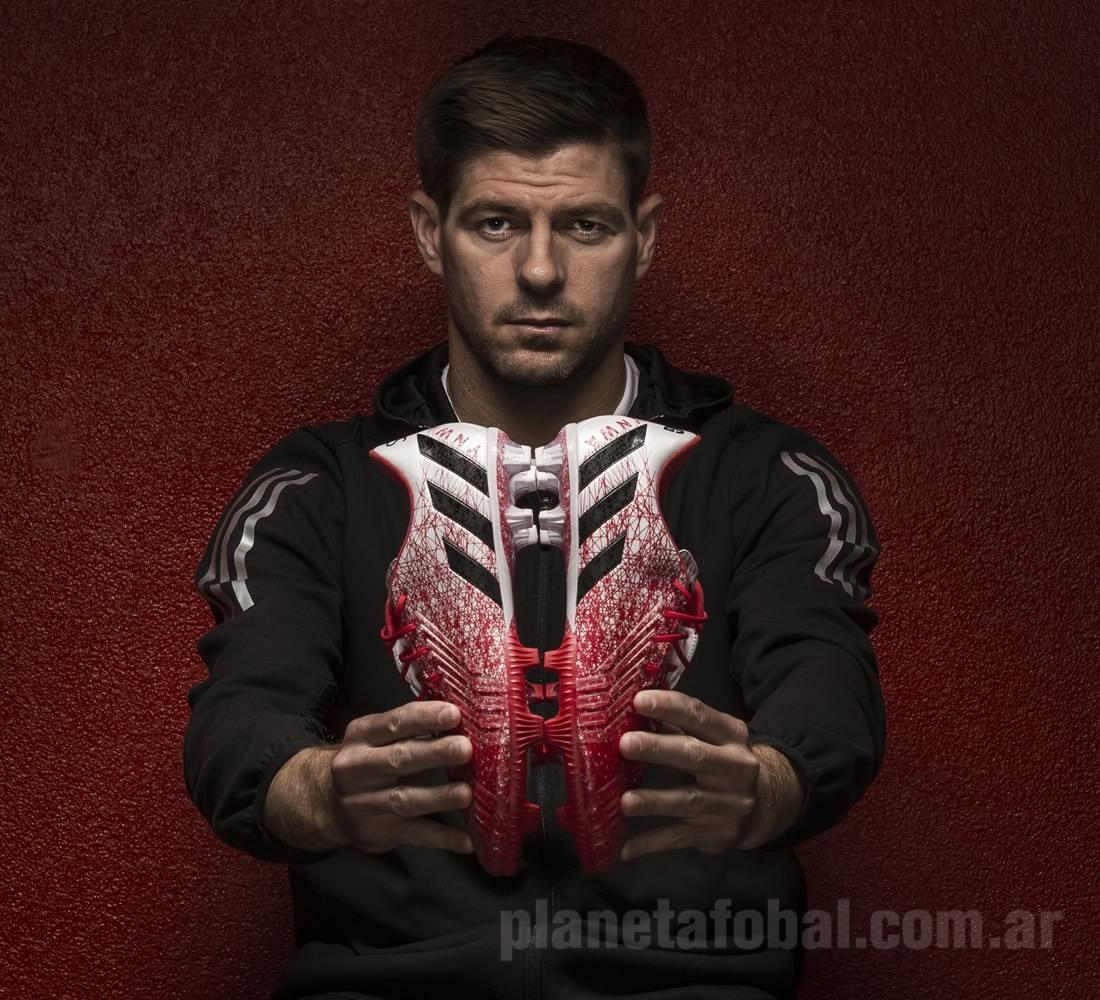 Gerrard con sus botines | Foto Soccerlens